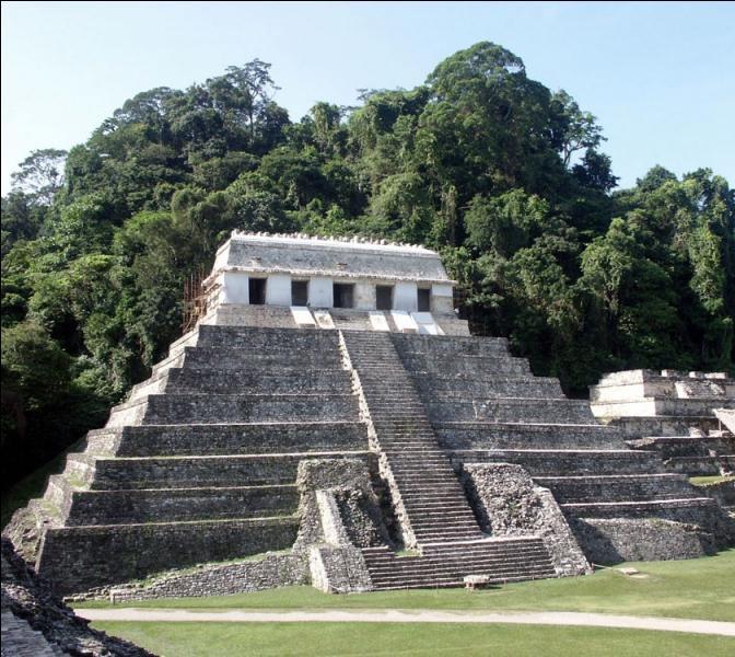 La pyramide des inscriptions située au Mexique à Palenque, fait partie d'une cité érigée entre 400 et 250 ans avant J. C par le peuple...