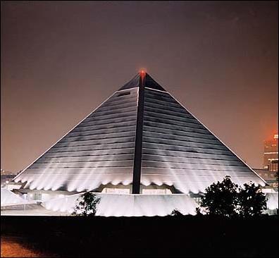 Qu'abrite cette pyramide moderne de Memphis aux Etats-Unis, considérée comme la troisième plus grande pyramide au Monde ?