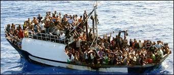 Octobre : Un bateau rempli d'Africains prend feu et chavire provoquant la mort de 366 personnes au large de Lampedusa. À quel pays appartient cette île ?