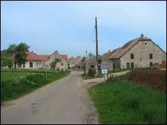 Nous traversons le village franc-comtois de Villers-Chemin-et-Mont-lès-Etrelles. Il se situe dans le département n°...