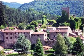 Je vous emmène voir les ruines du château de Pecheylard, à Lamastre. Cette commune rhônalpine se situe dans le département ...