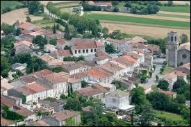 Voici la ville aquitaine de Laplume vue du ciel. Elle se situe dans le département n° ...