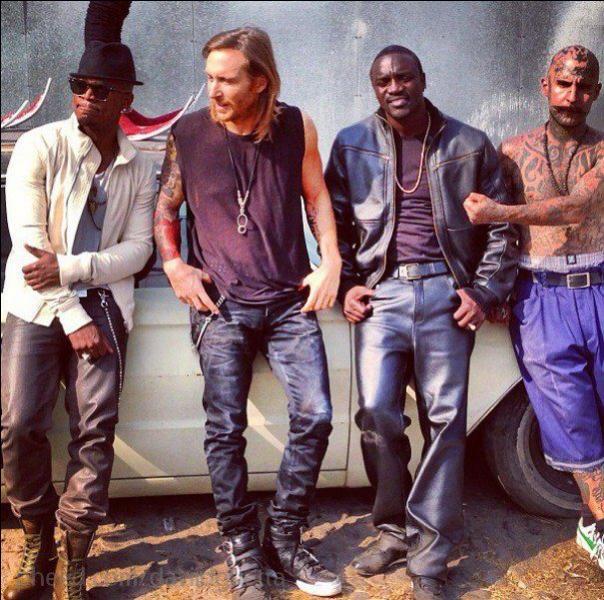 Quel chanteur retrouve-t-on sur la chanson  Play Hard  de David Guetta en compagnie de Ne-Yo ?