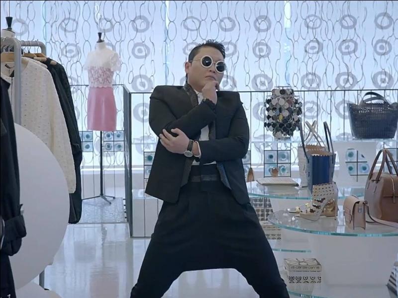 Après avoir explosé les records de vues sur Youtube avec  Gangnam Style , PSY a sorti un nouveau titre qui dépassera sans doute 1 milliard de vues également. Il s'agit de...