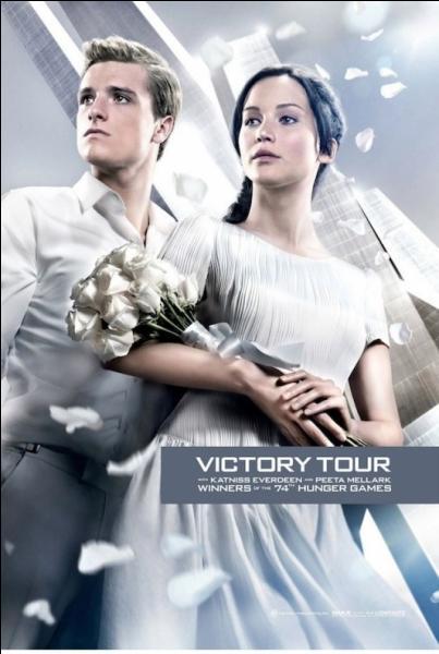 Peeta dit-il au Capitole que Katniss est enceinte, dans le livre et dans le film ?