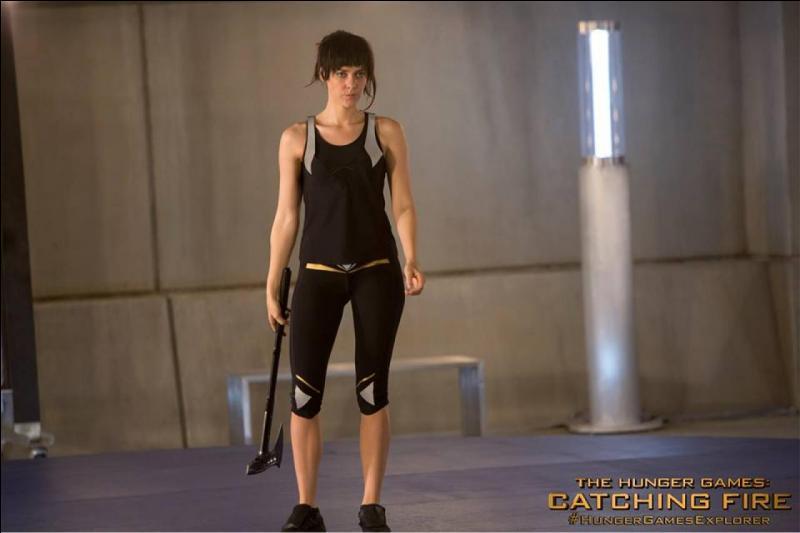 Johanna est-elle aussi fine, pas si jalouse et méchante envers Katniss dans le livre ?