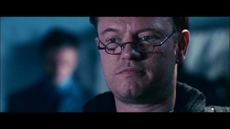 Comment meurt le docteur Ashford dans Résident Evil Apocalypse ?