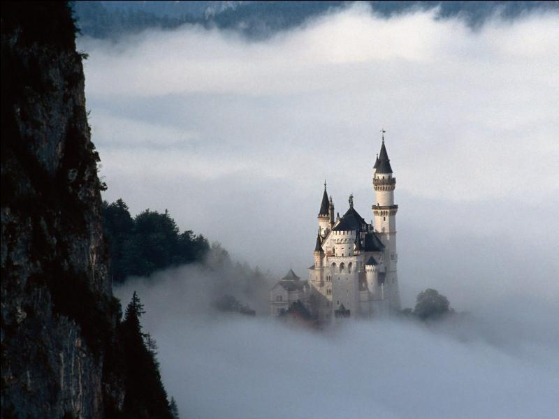 Bâti au XIXème siècle, le château de Neuschwanstein a inspiré celui de l'adaptation de Walt Disney de la Belle au bois dormant. Dans quel état européen est-il localisé ?