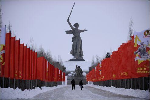 La Statue de la Mère-Patrie a été érigée de 1959 à 1967 en Russie. Commémorant la nation et la victoire contre le nazisme, elle est haute de 85 mètres, à peu près autant que la Statue de la Liberté. Dans quelle ville russe la Statue de Mère-Patrie est-elle située ?
