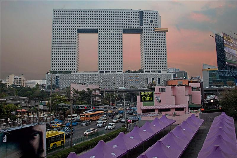 Dans quel pays asiatique l'Immeuble éléphant a t-il été construit en 1997 ?