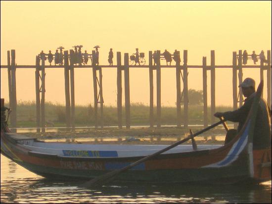 De combien de mètres le pont en bois d'U Bein, en Birmanie, est-il long ?