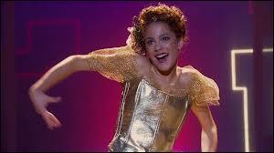 En quel costume Violetta s'est-elle ridiculisée lors d'une fête au Studio 21 ?