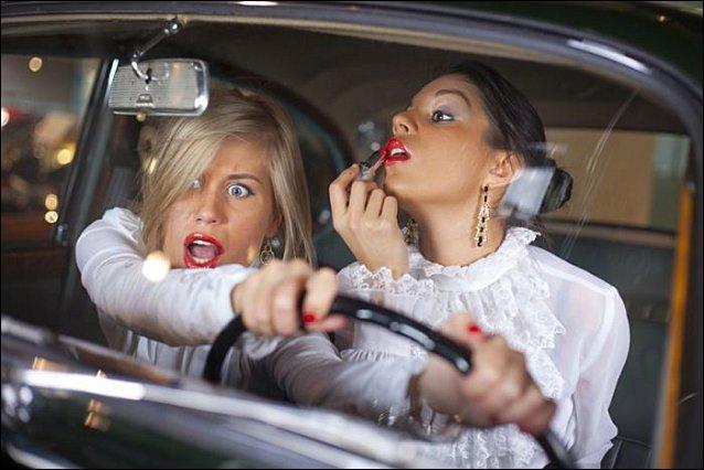 Terminez ce proverbe populaire (grâce auquel je vais me faire plein d'amies) : Femme au volant =