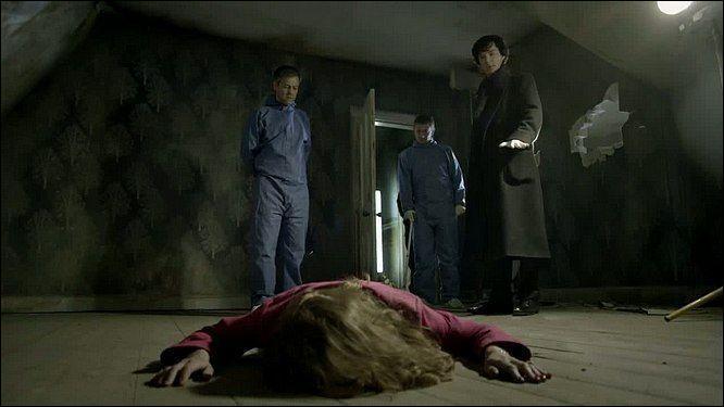 Dans l'épisode  Une étude en rose , où Watson rencontre-t-il Sherlock ?