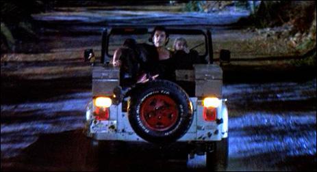 Le Professeur Ian Malcolm est placée à l'arrière d'une jeep. L'équipe fuit en vitesse, poursuivie par le Tyrannosaurus Rex. Quel conseil utile Ian Malcolm donne-t-il à ses amis ?