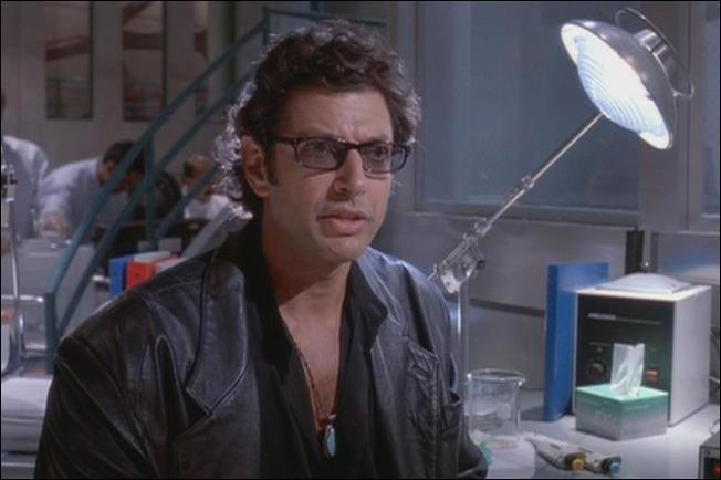 Après ce premier tour de l'île, John Hammond organise la visite du laboratoire. Quelle est la réaction de Ian Malcolm quand il apprend que tous les dinosaures sont des femelles ?