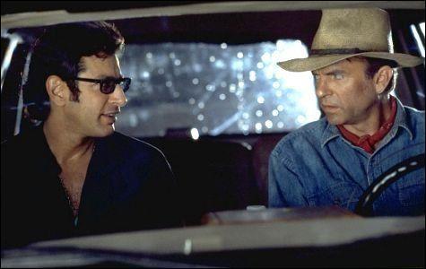 Le Professeur Ian Malcolm et le paléontologiste Alan Grant se parlent peu dans le film. Néanmoins, que lui répond Ian Malcolm lorsqu'Alan Grant lui demande s'il est marié ?