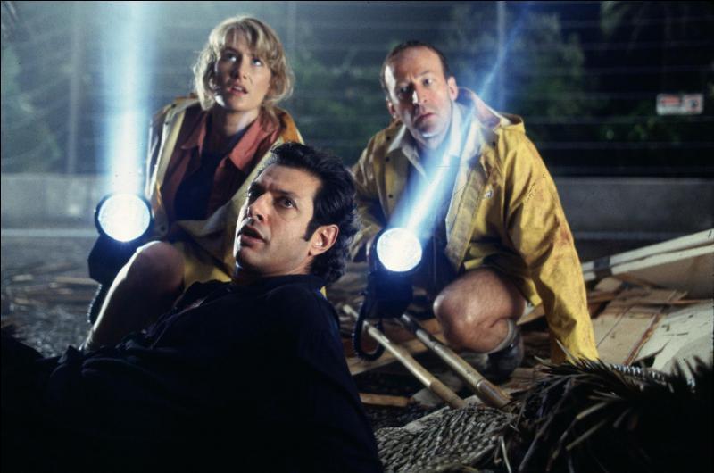 Un peu plus tard dans le film, tandis que le Tyrannosaurus Rex est sorti de sa clôture, Ellie Sattler retrouve Ian Malcolm, la jambe ensanglantée. Que murmure-t-il ?