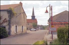 Nous traversons la commune Haut-Viennoise d'Oradour-Saint-Genest. Nous sommes en région ...