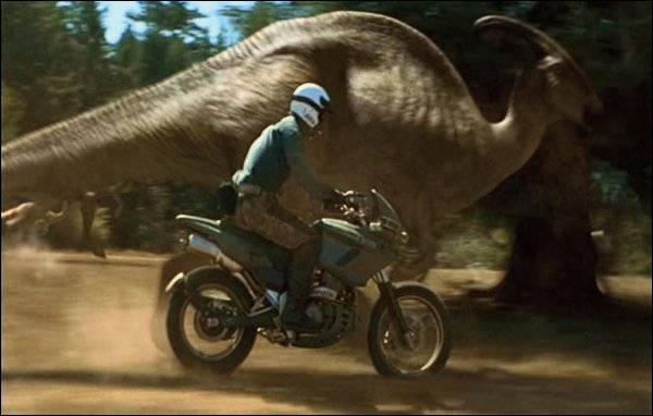 Quel dinosaure est poursuivi par un homme ?