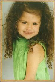 Je suis née le 22 juillet 1992, au Texas et j'ai été lancée par Disney. Qui suis-je ?