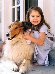 Née le 23 novembre 1992, je suis actrice, chanteuse et danseuse. J'ai joué la vedette de la série  Hannah Montana . Qui suis-je ?