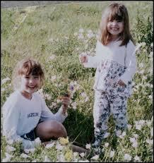 À l'âge de 6 ans, je commence à jouer la comédie en obtenant un rôle régulier dans l'émission pour enfant  Barney & Friends . Sur le tournage, je rencontre notamment ma meilleure amie, Selena Gomez. Qui suis-je ?