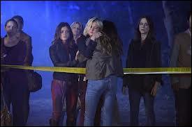 Quel personnage meurt à la fin de la saison 2 ?