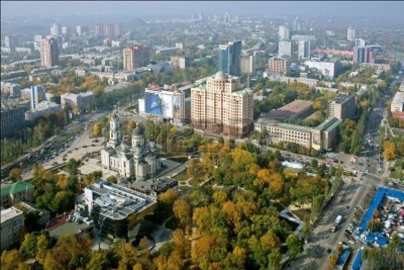 Est-ce que l'Ukraine se trouve à l'est ou à l'ouest de la Pologne ?