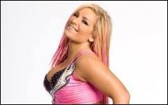 Quel est le vrai nom de la catcheuse Natalya ?