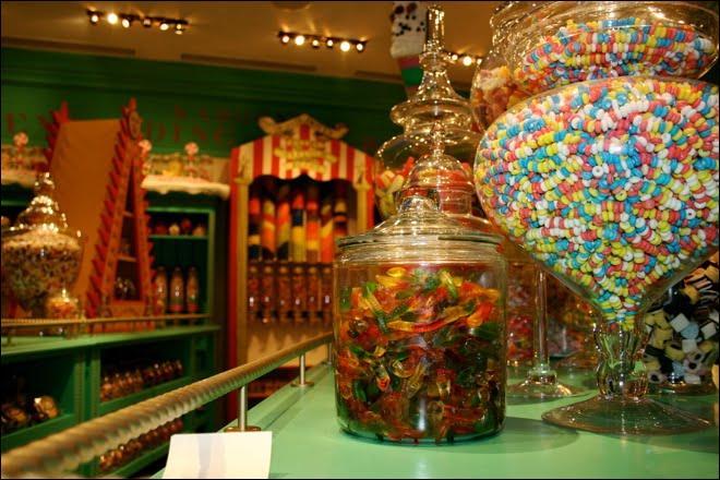 La confiserie  Honeydukes  est sans doute l'un des commerces les plus célèbres de Pré-au-Lard. Néanmoins, qu'est-ce qui ne pourrait pas se retrouver sur une étagère de cette boutique ?