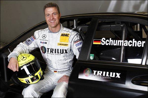 Le frère de Michael Schumacher l'a rejoint sur les circuits de F1. Quel est son nom ?