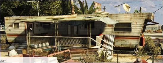 Lequel des personnages vit dans une caravane à Sandy Shores ?