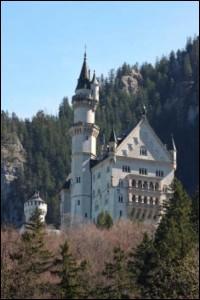 Quel est le nom de la demeure de Louis ll de Bavière ?