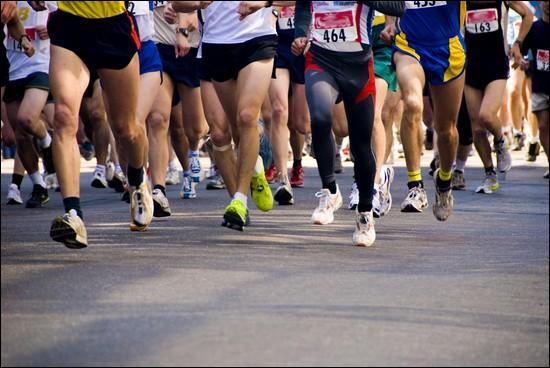 Une course est organisée entre des villageois. Un villageois double le dernier. Quelle est sa nouvelle position ?