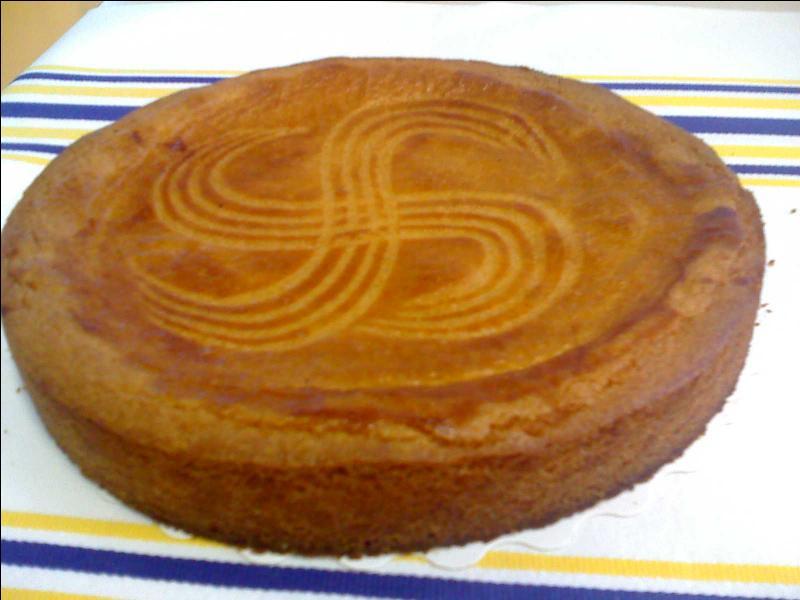 Ce gâteau est comme les gens du pays d'où il vient : craquant à l'extérieur, et doux et fin à l'intérieur. Comment s'appelle-t-il ?