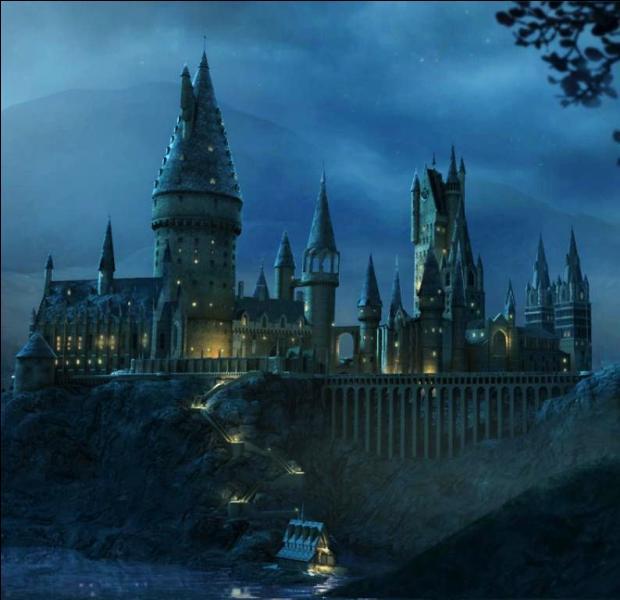 Pendant l'automne 1997, quel agitation secoue l'école de Poudlard alors que Harry Potter et ses amis sont partis pour aller chercher les différents horcruxes ?