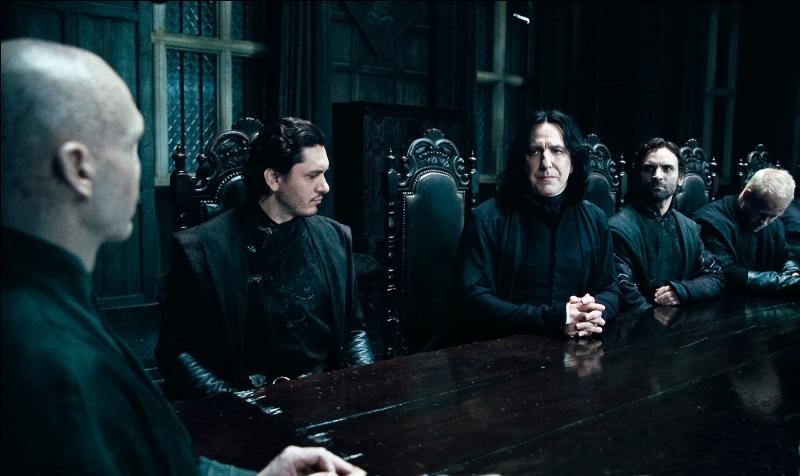 Parmi ces événements suivants, dont un s'est déroulé dans  Harry Potter et les reliques de la mort   (Partie I), lequel est l'illustration parfaite du rôle de l'agent double tenu par Severus Rogue ?