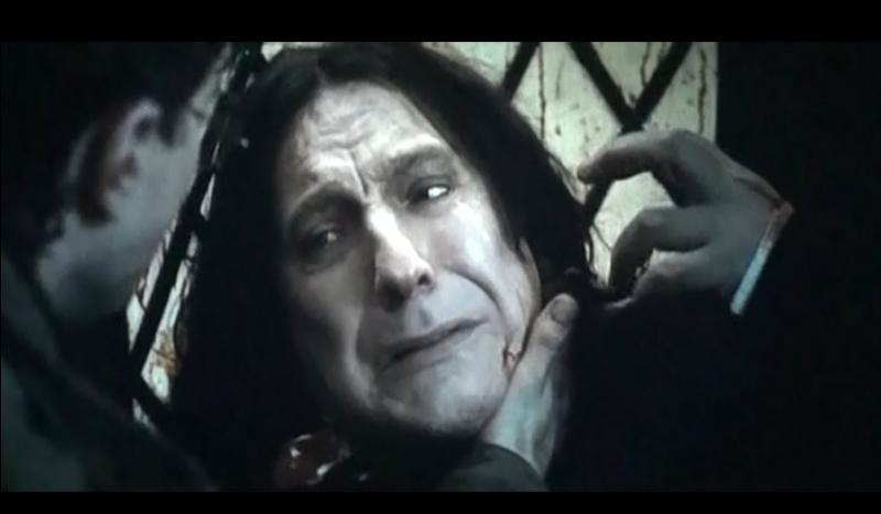 Après que Harry Potter ait récupéré dans un flacon les larmes de Severus Rogue qui, versées dans la Pensine, donneront les clés de l'histoire, quels sont les derniers mots de Severus Rogue dans le film ?