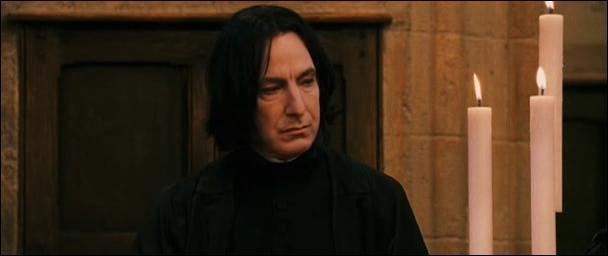 Dans ce même film, pour quelle raison Harry Potter soupçonne-t-il fortement Severus Rogue d'avoir voulu faire entrer un troll dans les toilettes des filles de Poudlard ?