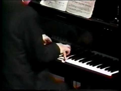En générale une sonate  classique  pour piano a 4 mouvements. Combien la 32ème sonate de Beethoven en a-t-elle ?