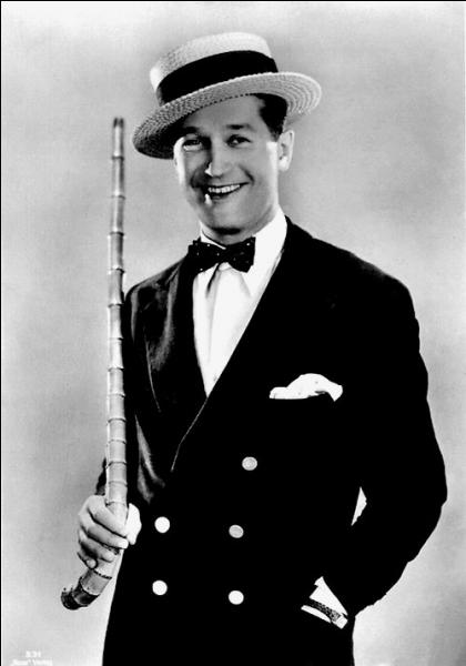 1er janvier 1972 : décès du chanteur et acteur de cinéma français, célèbre pour sa gouaille et son look (smoking, nœud papillon, canotier). Qui était l'interprète de  Valentine  ?