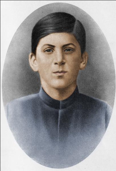 A vous de trouver qui fut cet adolescent ! Il a suivi des études religieuses pour devenir séminariste mais il a changé totalement de « voie ». Qui est-il ?
