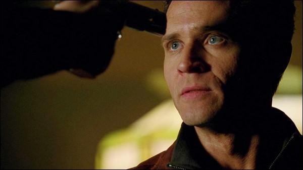 Lieutenant, interprété par Seamus Dever, est un collège et ami du héros et a une femme qui est enceinte mais qui est-ce ?