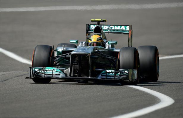 Quand un coureur arrive en tête des essais en Formule 1, il se retrouve le mieux placé pour le départ de la course. Quel est le nom de cette place ?