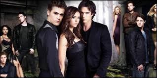Dans combien de saisons de la série  The Vampire Diaries  peut-on retrouver Damon ?