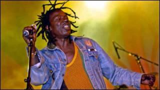 1er janvier 1953 : naissance en Côte d'Ivoire d'un chanteur de reggae connu en Europe en 1983 avec son premier album 'Rasta Poué'. Quel est cet artiste qui chante en français, en dioula et en anglais ?