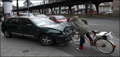 (Comment ? ! ) : ''Étant un peu dur d'oreille, je n'ai pas vu le cycliste arriver.''