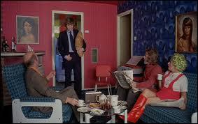 Voici les pauvres parents complètement dépassés par les événements... Le père d'Alex joué par Philip Stone a tourné combien de fois avec Kubrick ?