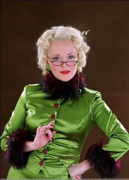 En quel animal, la journaliste de  La Gazette du sorcier  Rita Skeeter et animagus non déclaré se transformait-elle dans  Harry Potter et la Coupe de Feu  ?